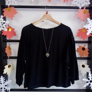 Blusa negra con manga abullonada